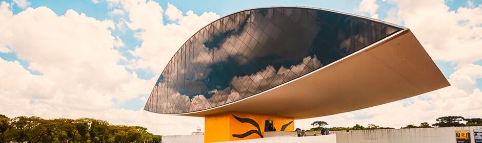 FOTO: imagem do Museu Oscar Niemeyer em Curitiba.
